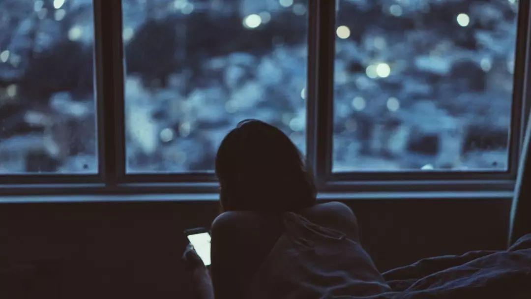 我宁愿你看我裸体, 也不想你看我手机